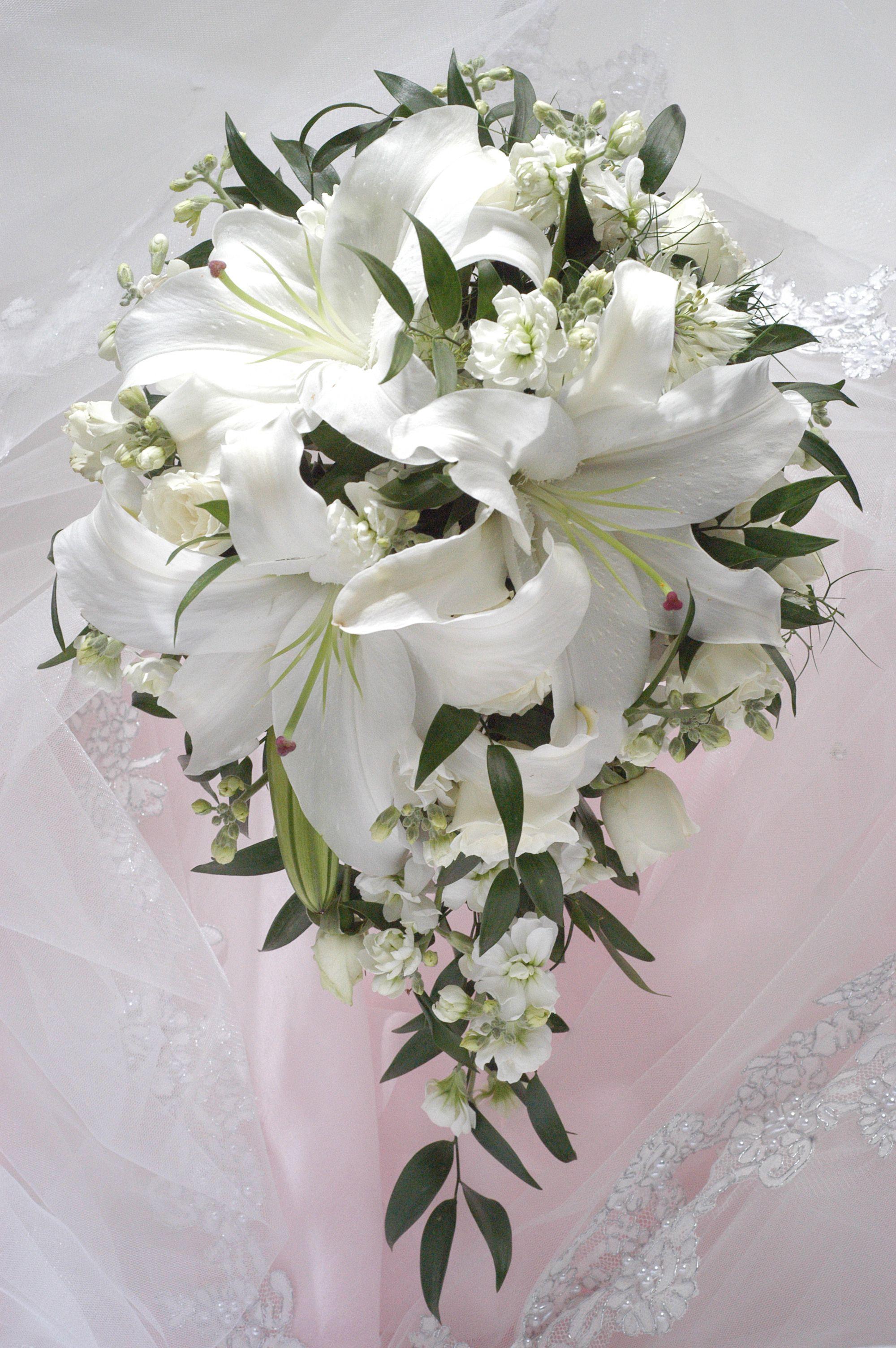 Лилии букет свадебный