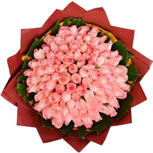 Круглый букет розовых роз