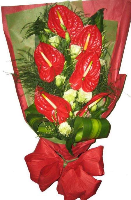 Цветы розы спрей и воздушные веточки